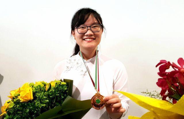 hoc-bong-Nguyen-Phuong-Thao